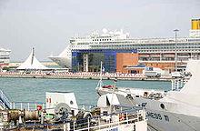 220px-Bari_terminal_crociere