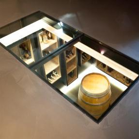 204314-cave-a-vin-design-et-contemporaine-dalle-de-verre-en