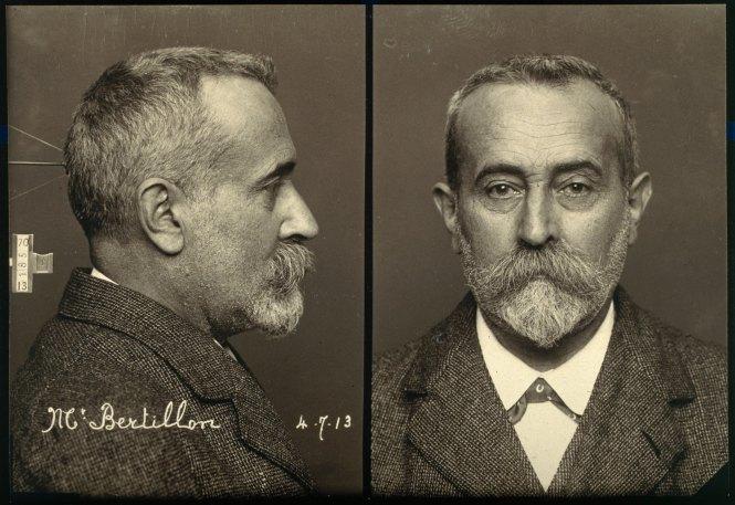 7787004933_portraits-de-bertillon-de-profil-et-de-face-a-la-maniere-des-photographies-d-identification-judiciaire-1900